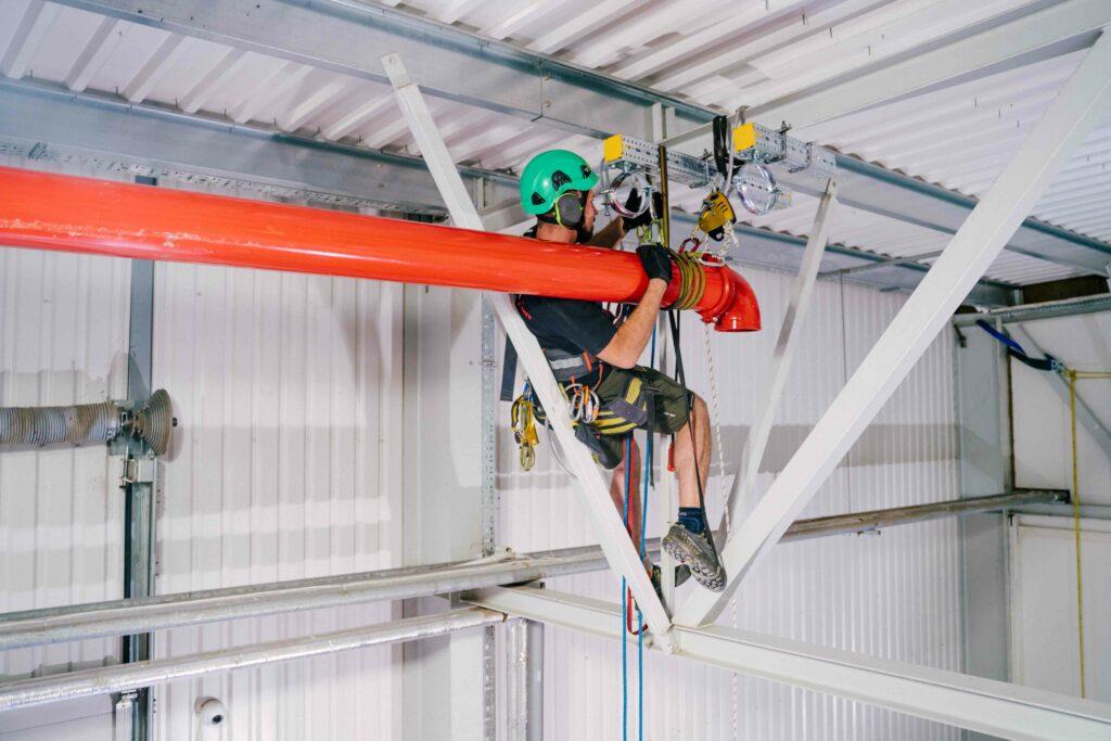 montaż instalacji p poż w hali produkcyjnej